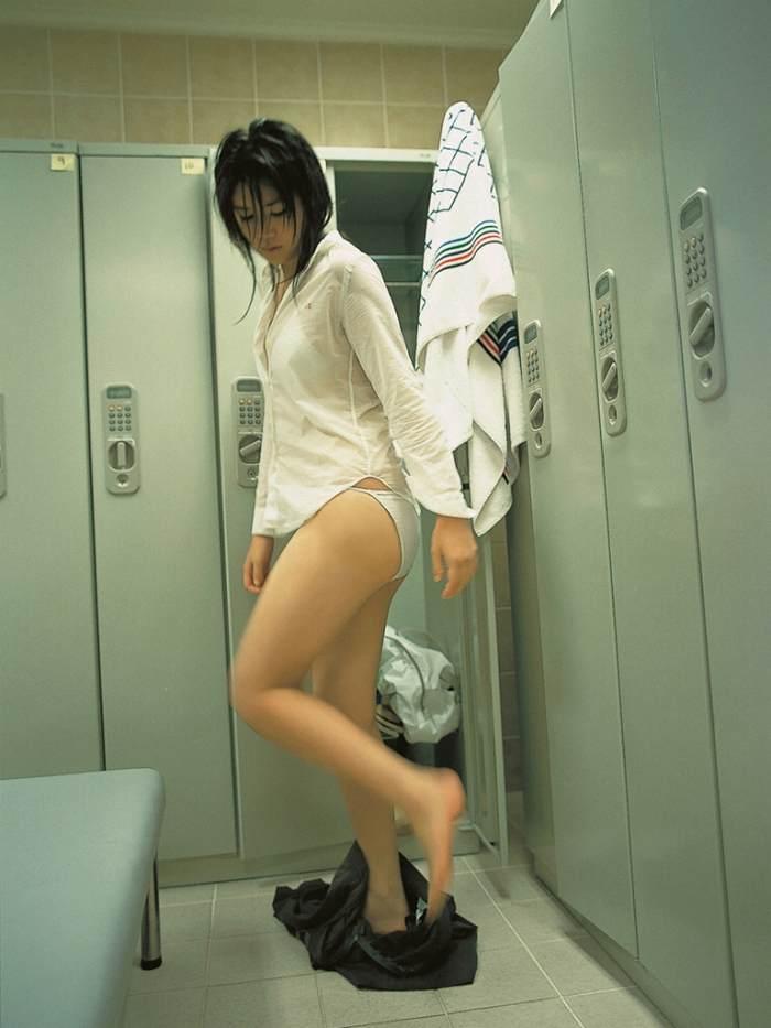 【永岡真実グラビア画像】Fカップ巨乳を見せつける谷間写真でパイズリが捗るわwwww 29