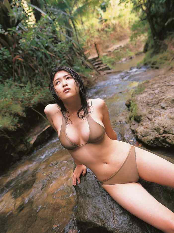 【永岡真実グラビア画像】Fカップ巨乳を見せつける谷間写真でパイズリが捗るわwwww 34