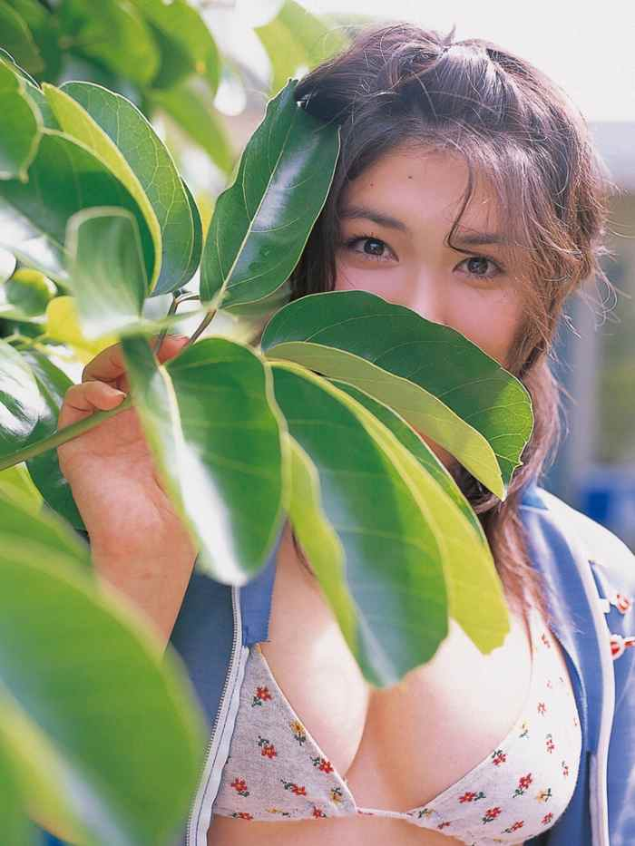 【永岡真実グラビア画像】Fカップ巨乳を見せつける谷間写真でパイズリが捗るわwwww 36