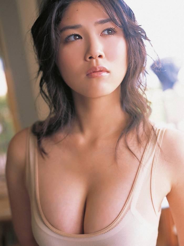 【永岡真実グラビア画像】Fカップ巨乳を見せつける谷間写真でパイズリが捗るわwwww 55