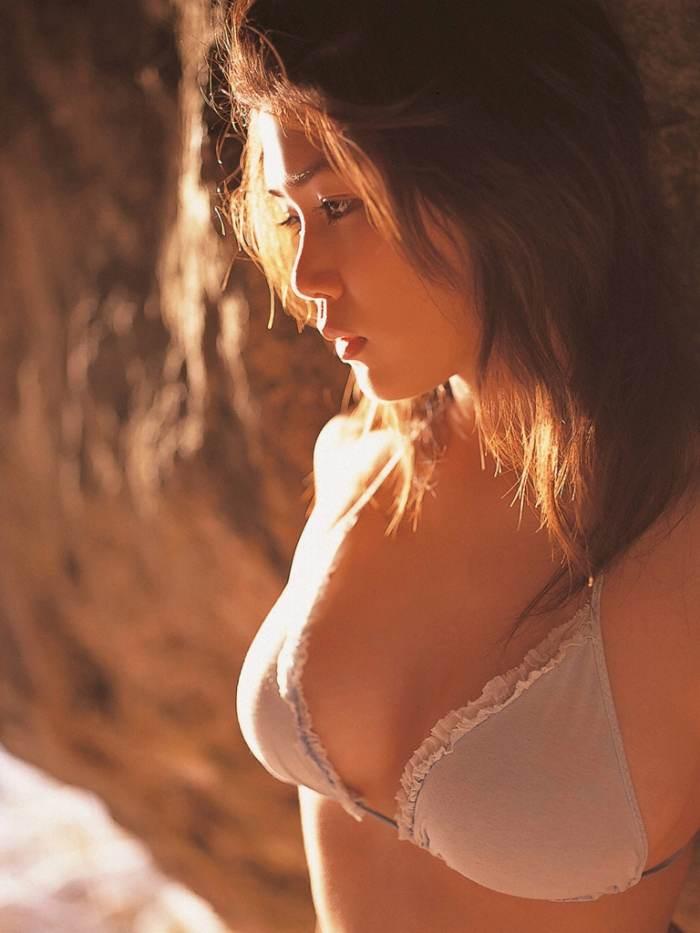 【永岡真実グラビア画像】Fカップ巨乳を見せつける谷間写真でパイズリが捗るわwwww 66