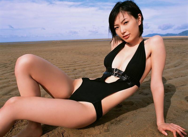 【長澤奈央グラビア画像】エロ水着を着こなすスタイル抜群なめちゃシコボディが抜けるwwww