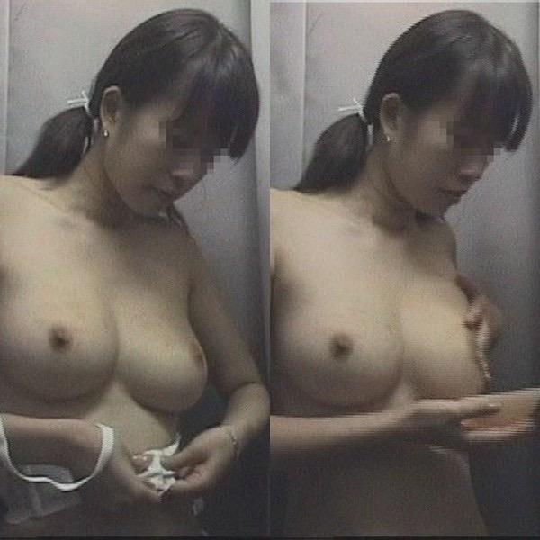 【素人試着室盗撮】隠しカメラに気付かず裸を晒してしまう素人娘たち 68
