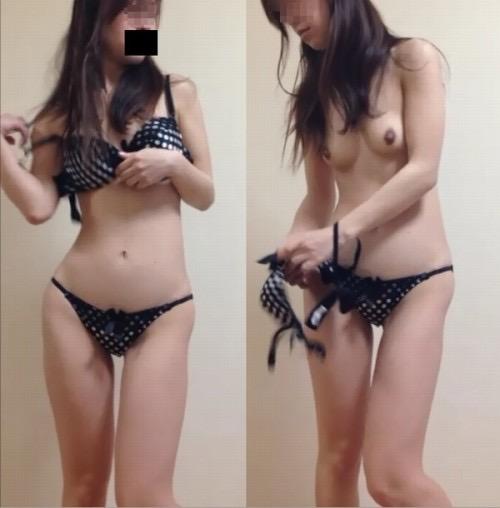 【素人試着室盗撮】隠しカメラに気付かず裸を晒してしまう素人娘たち 71