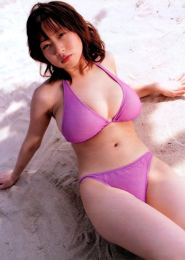 【夏目理緒グラビア画像】Jカップとかいうビキニからはみ出しそうなAV女爆乳ボディ! 21