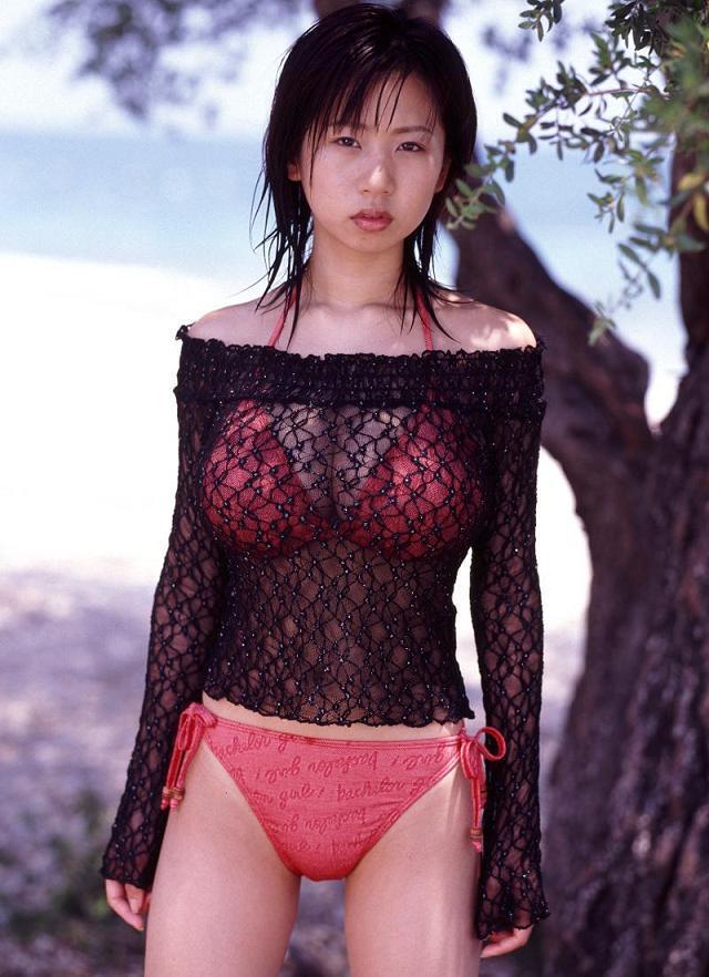 【夏目理緒グラビア画像】Jカップとかいうビキニからはみ出しそうなAV女爆乳ボディ! 36