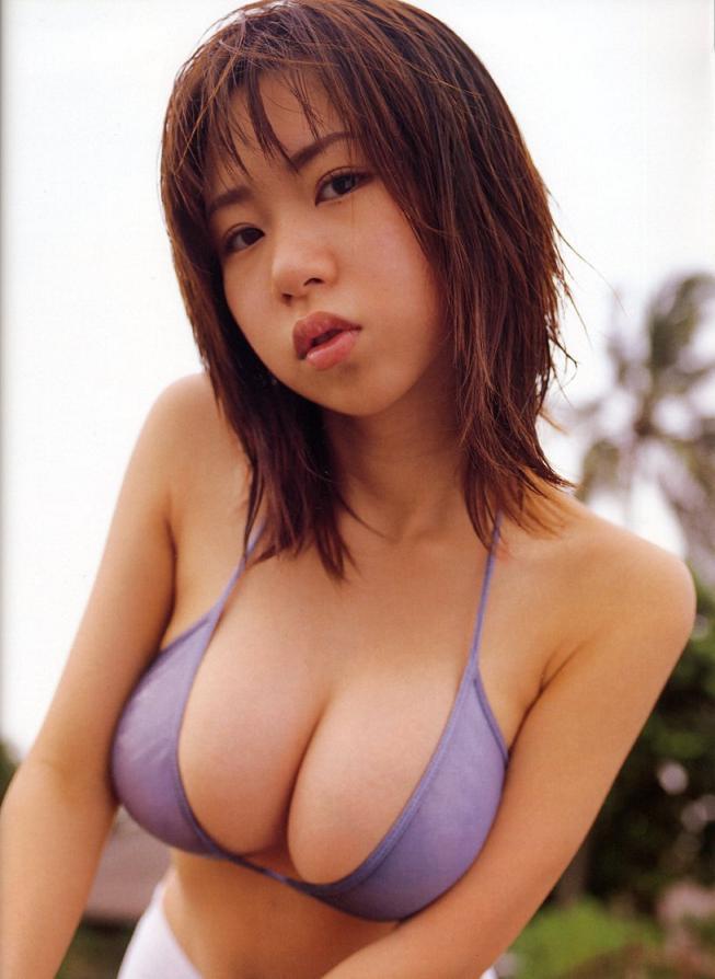 【夏目理緒グラビア画像】Jカップとかいうビキニからはみ出しそうなAV女爆乳ボディ! 40