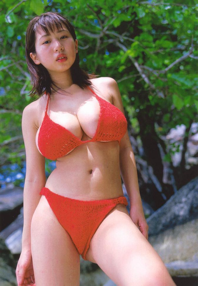 【夏目理緒グラビア画像】Jカップとかいうビキニからはみ出しそうなAV女爆乳ボディ! 46