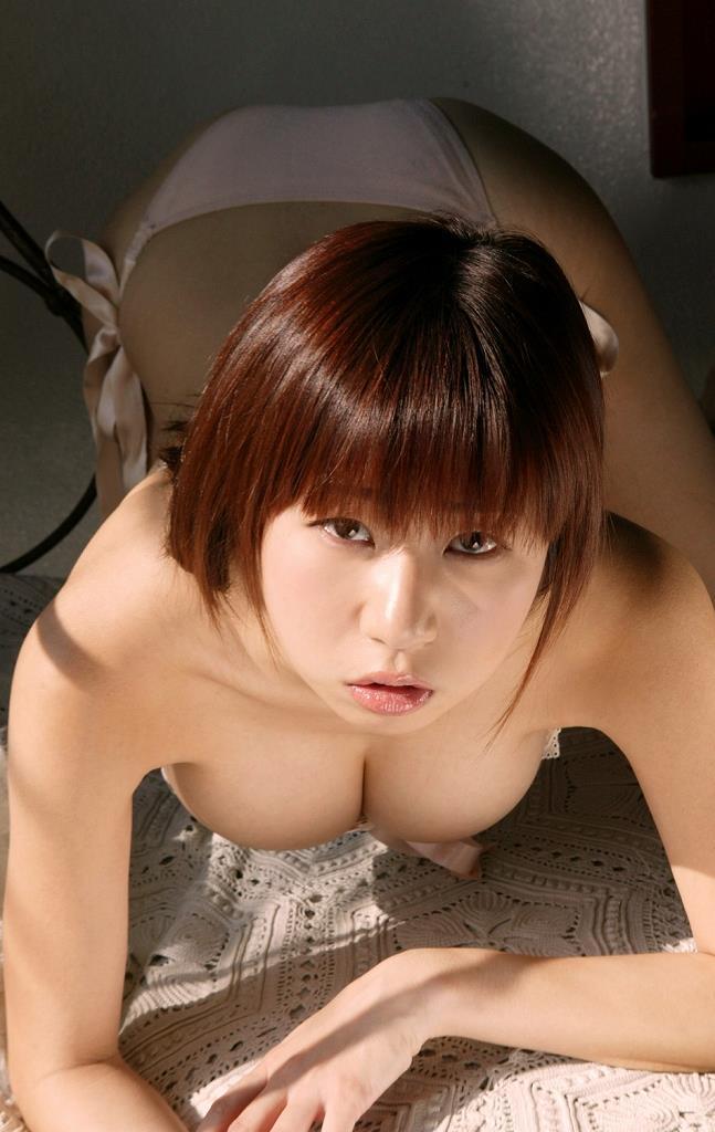 【夏目理緒グラビア画像】Jカップとかいうビキニからはみ出しそうなAV女爆乳ボディ! 48