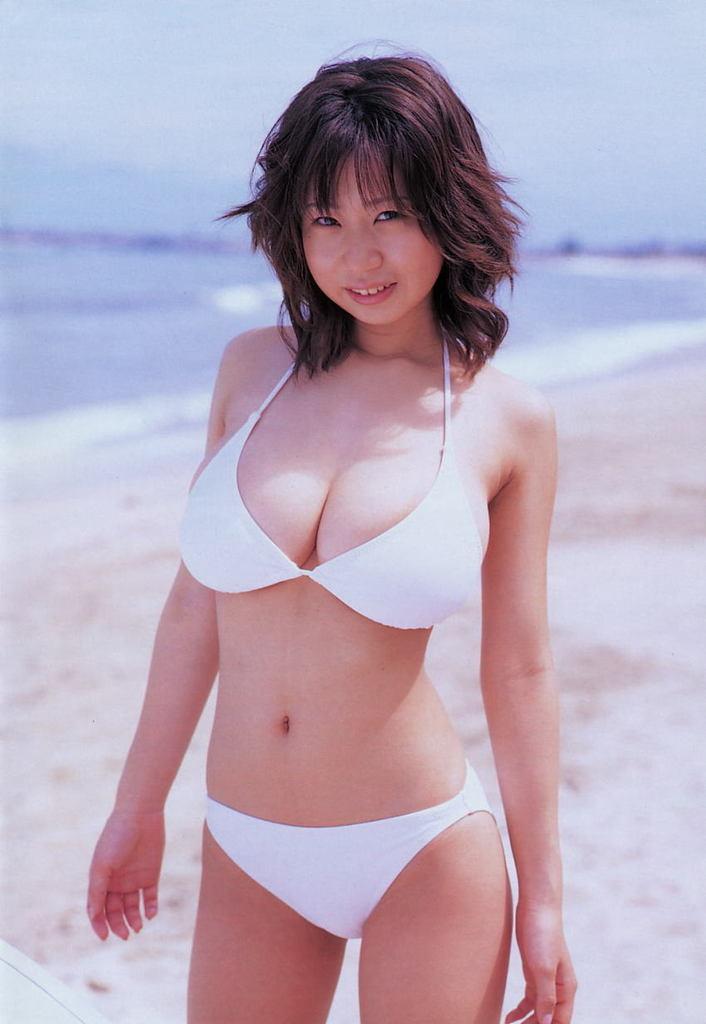 【夏目理緒グラビア画像】Jカップとかいうビキニからはみ出しそうなAV女爆乳ボディ! 62