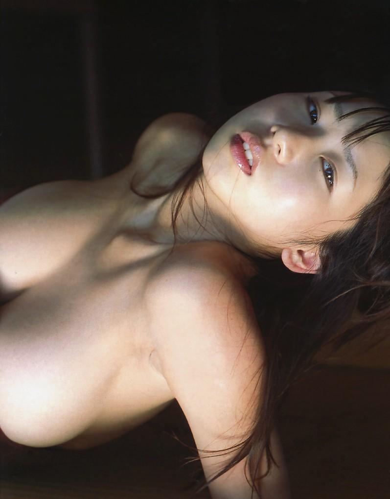 【夏目理緒グラビア画像】Jカップとかいうビキニからはみ出しそうなAV女爆乳ボディ! 74