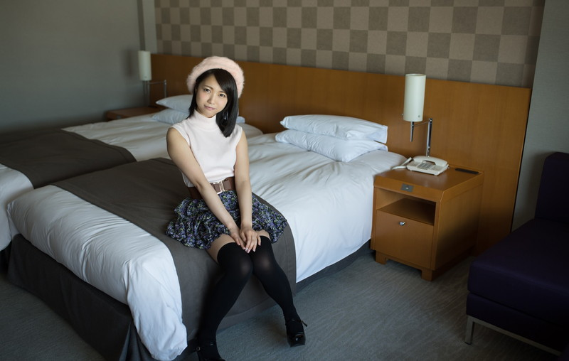 【お宝エロ画像】あの漫画家の桂正和が美少女AV女優にキスされてメロメロwwww 50