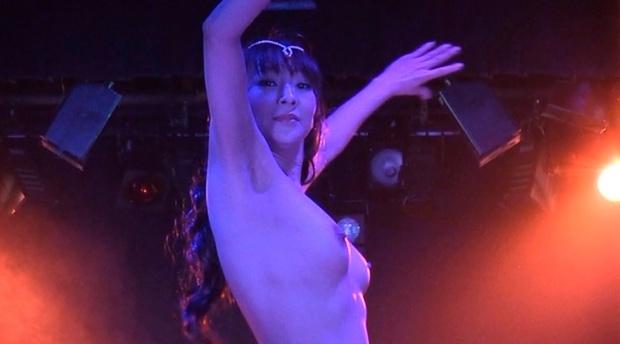 【江口ナオお宝画像】グラビアやテレビドラマで惜しげもなく巨乳を晒すエロ女優 05