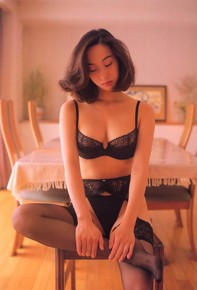 【江口ナオお宝画像】グラビアやテレビドラマで惜しげもなく巨乳を晒すエロ女優 35