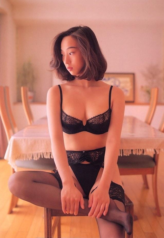 【江口ナオお宝画像】グラビアやテレビドラマで惜しげもなく巨乳を晒すエロ女優 36