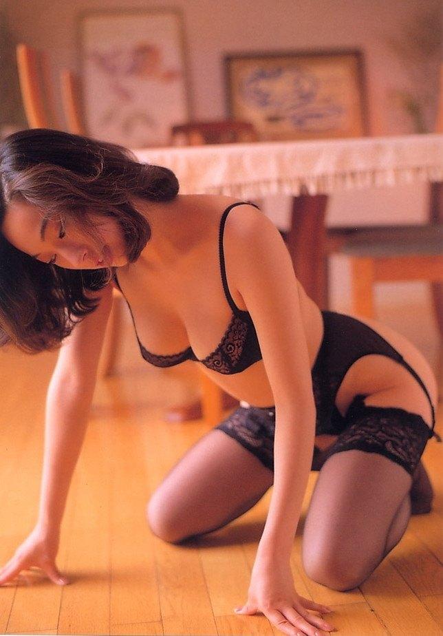 【江口ナオお宝画像】グラビアやテレビドラマで惜しげもなく巨乳を晒すエロ女優 40