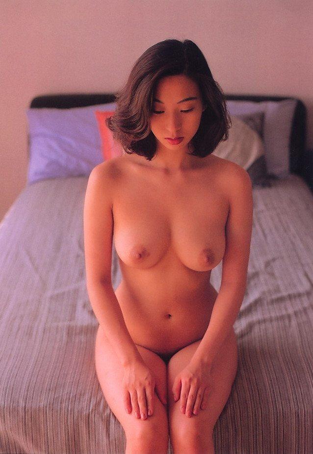 【江口ナオお宝画像】グラビアやテレビドラマで惜しげもなく巨乳を晒すエロ女優 43