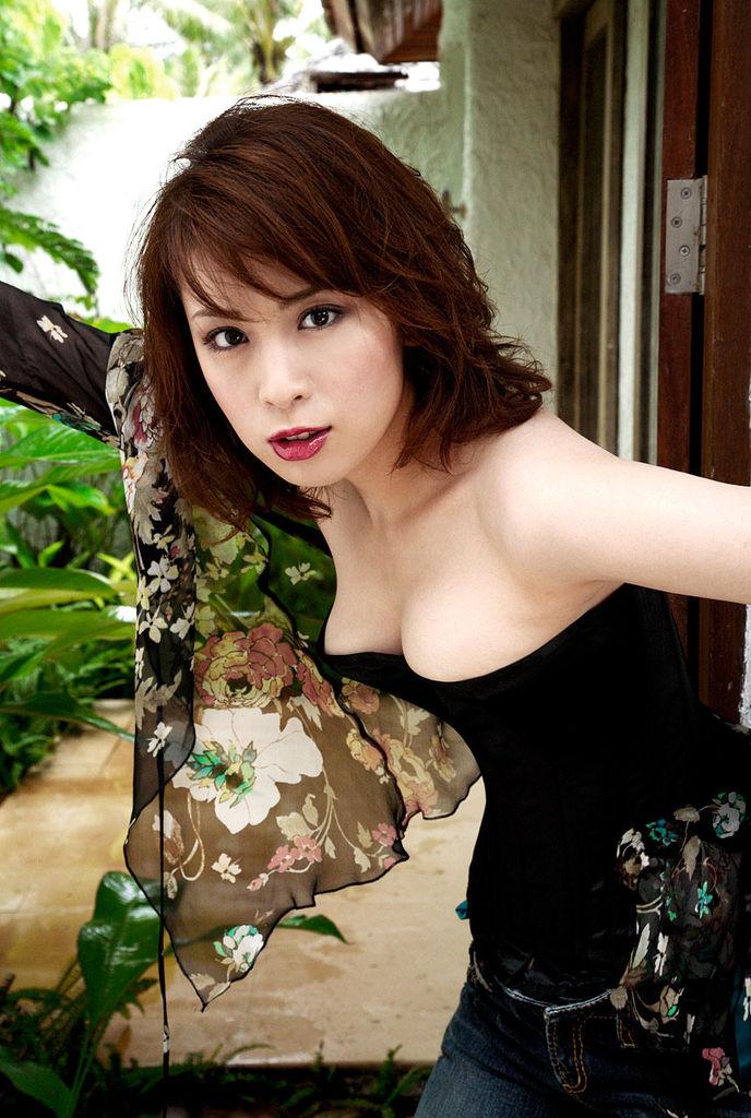 【雛形あきこお宝画像】めちゃイケメンバーの巨乳女優が昔はグラドルもやってた件 21