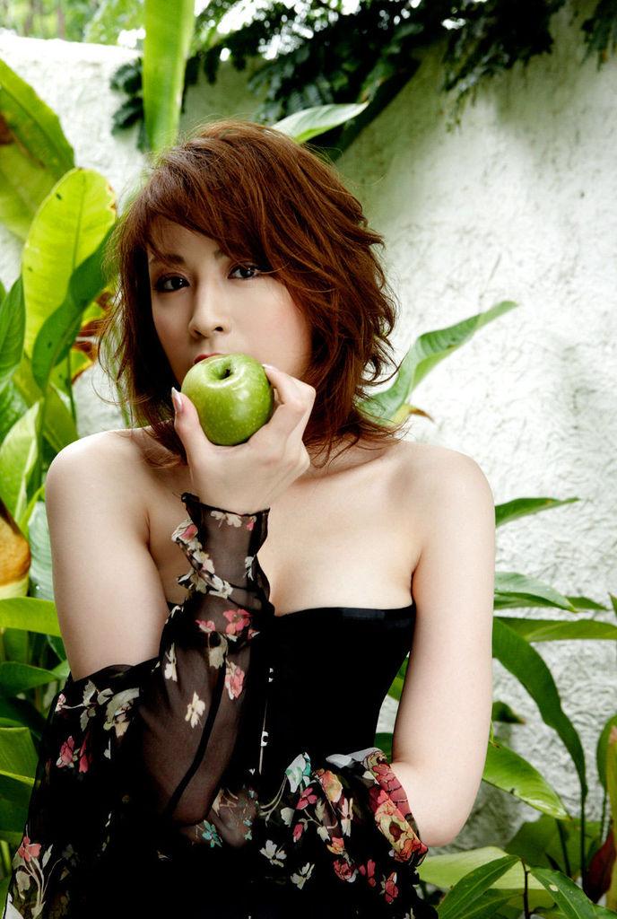 【雛形あきこお宝画像】めちゃイケメンバーの巨乳女優が昔はグラドルもやってた件 22