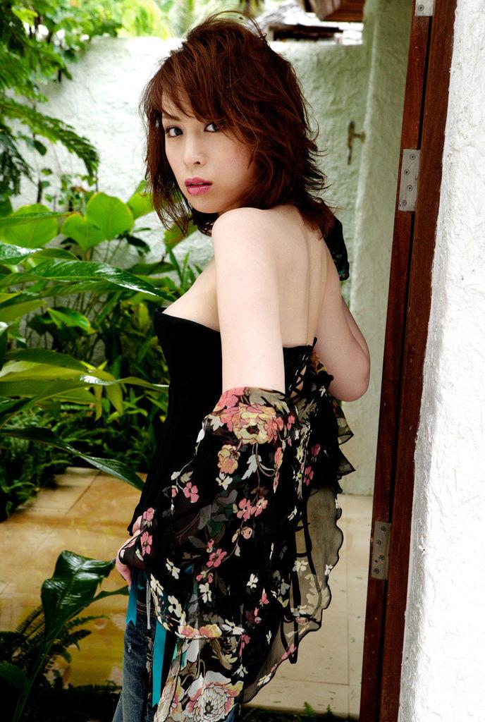 【雛形あきこお宝画像】めちゃイケメンバーの巨乳女優が昔はグラドルもやってた件 23