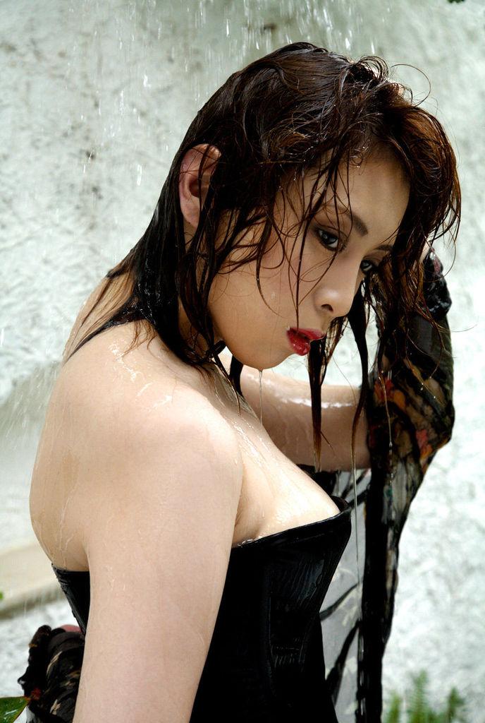 【雛形あきこお宝画像】めちゃイケメンバーの巨乳女優が昔はグラドルもやってた件 25