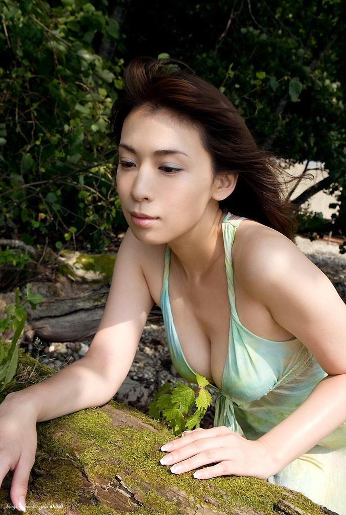 【雛形あきこお宝画像】めちゃイケメンバーの巨乳女優が昔はグラドルもやってた件 35
