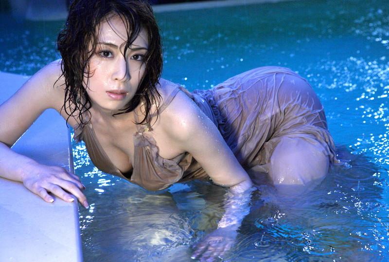 【雛形あきこお宝画像】めちゃイケメンバーの巨乳女優が昔はグラドルもやってた件 72