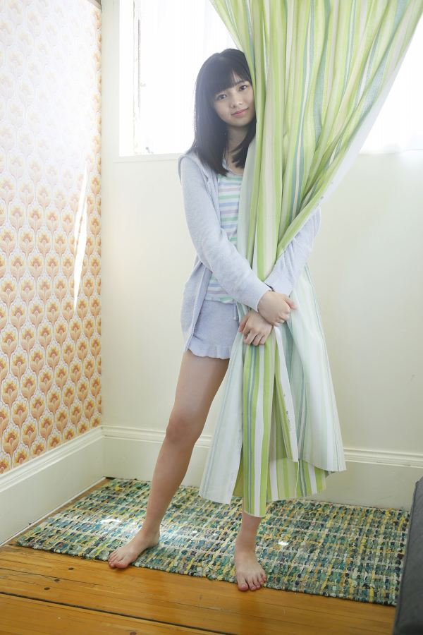 【浜浦彩乃グラビア画像】黒髪ストレートで清純系美少女って感じがメチャカワ! 23