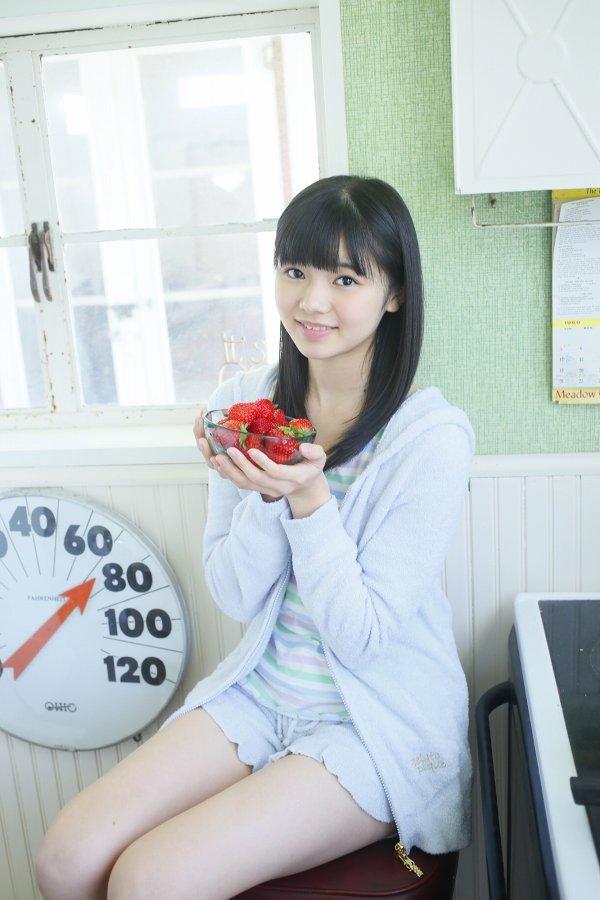 【浜浦彩乃グラビア画像】黒髪ストレートで清純系美少女って感じがメチャカワ! 24