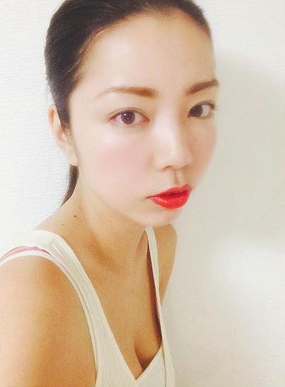 【永野桃子エロ画像】黒木桃子時代に乳首丸見えのヌードを披露したFカップ美人モデル 06