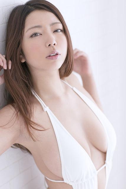 【永野桃子エロ画像】黒木桃子時代に乳首丸見えのヌードを披露したFカップ美人モデル 16