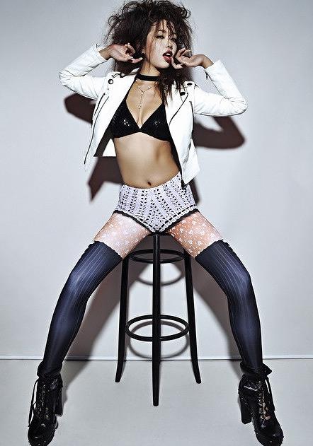 【永野桃子エロ画像】黒木桃子時代に乳首丸見えのヌードを披露したFカップ美人モデル 19