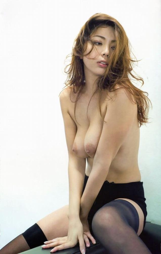 【永野桃子エロ画像】黒木桃子時代に乳首丸見えのヌードを披露したFカップ美人モデル 35
