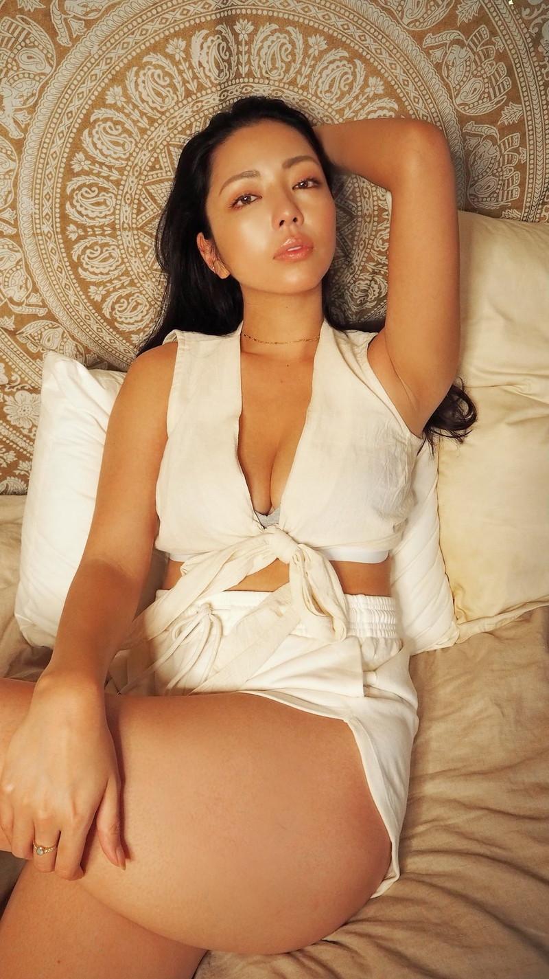 【永野桃子エロ画像】黒木桃子時代に乳首丸見えのヌードを披露したFカップ美人モデル 37