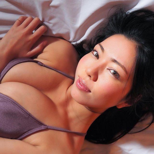 【永野桃子エロ画像】黒木桃子時代に乳首丸見えのヌードを披露したFカップ美人モデル 48