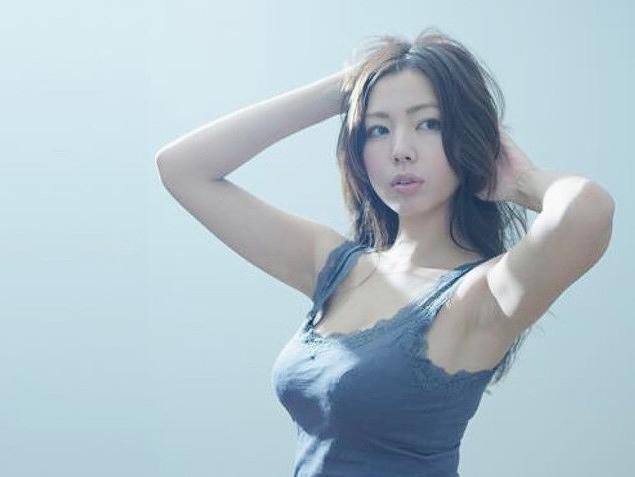 【永野桃子エロ画像】黒木桃子時代に乳首丸見えのヌードを披露したFカップ美人モデル 70
