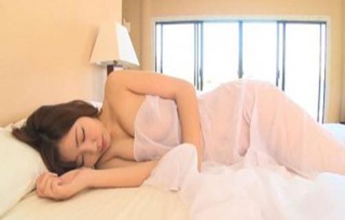 【永野桃子エロ画像】黒木桃子時代に乳首丸見えのヌードを披露したFカップ美人モデル 76