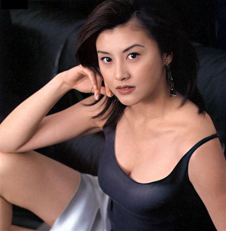 【藤原紀香お宝画像】アラフィフを迎えるベテラン女優が若かった頃のエロ写真 24