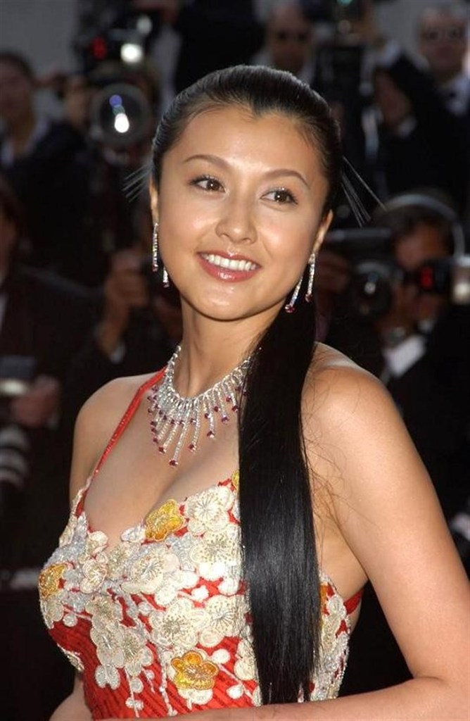 【藤原紀香お宝画像】アラフィフを迎えるベテラン女優が若かった頃のエロ写真 30