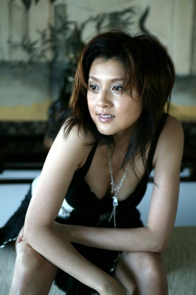 【藤原紀香お宝画像】アラフィフを迎えるベテラン女優が若かった頃のエロ写真 32