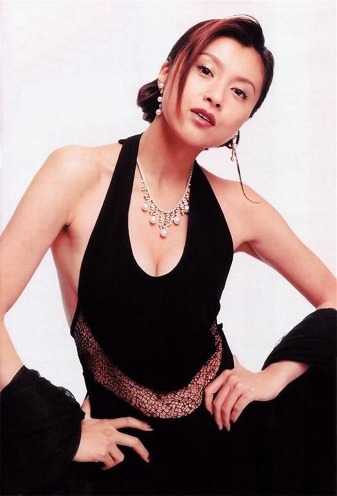 【藤原紀香お宝画像】アラフィフを迎えるベテラン女優が若かった頃のエロ写真 36