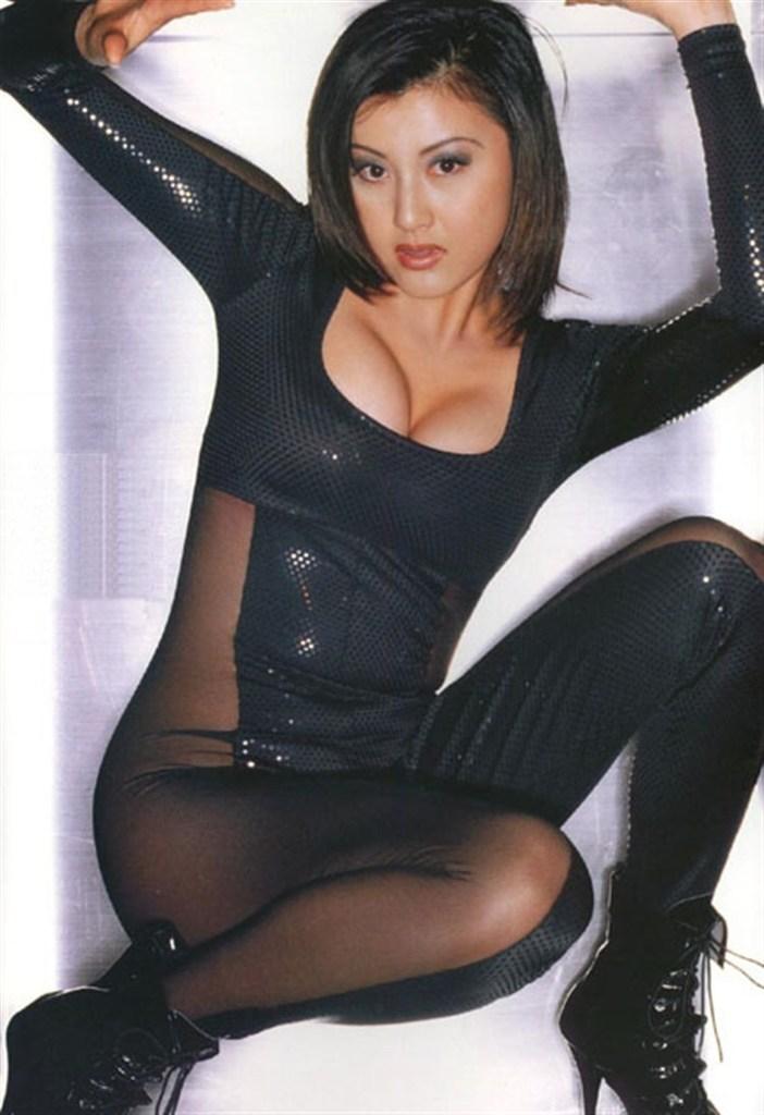 【藤原紀香お宝画像】アラフィフを迎えるベテラン女優が若かった頃のエロ写真 37