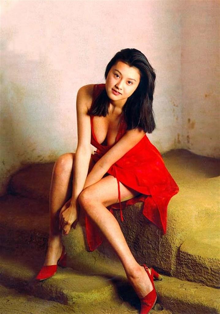 【藤原紀香お宝画像】アラフィフを迎えるベテラン女優が若かった頃のエロ写真 40