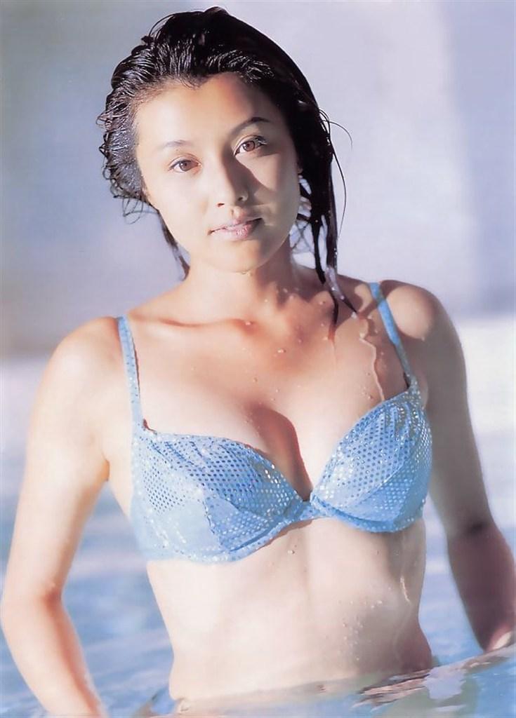 【藤原紀香お宝画像】アラフィフを迎えるベテラン女優が若かった頃のエロ写真 48
