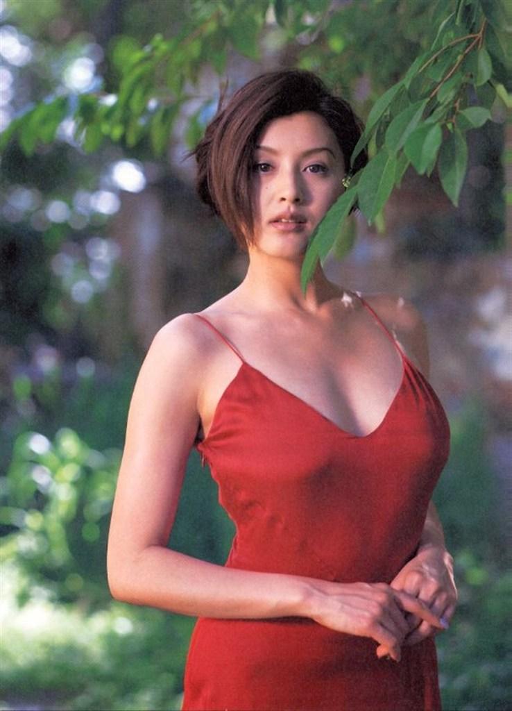 【藤原紀香お宝画像】アラフィフを迎えるベテラン女優が若かった頃のエロ写真 49