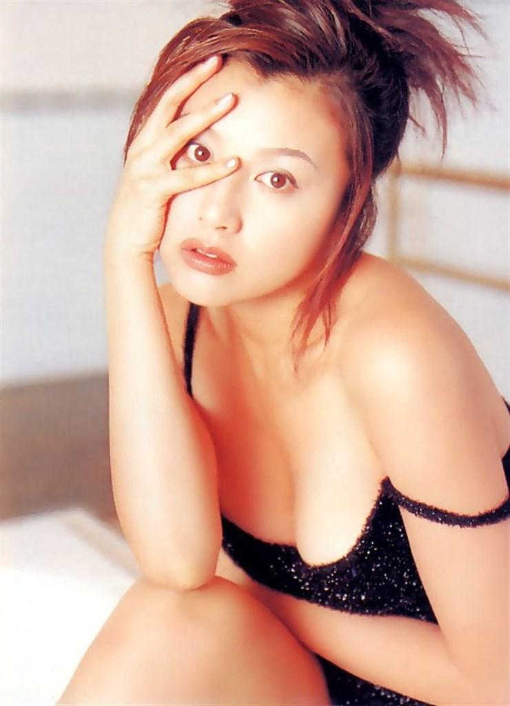【藤原紀香お宝画像】アラフィフを迎えるベテラン女優が若かった頃のエロ写真 50