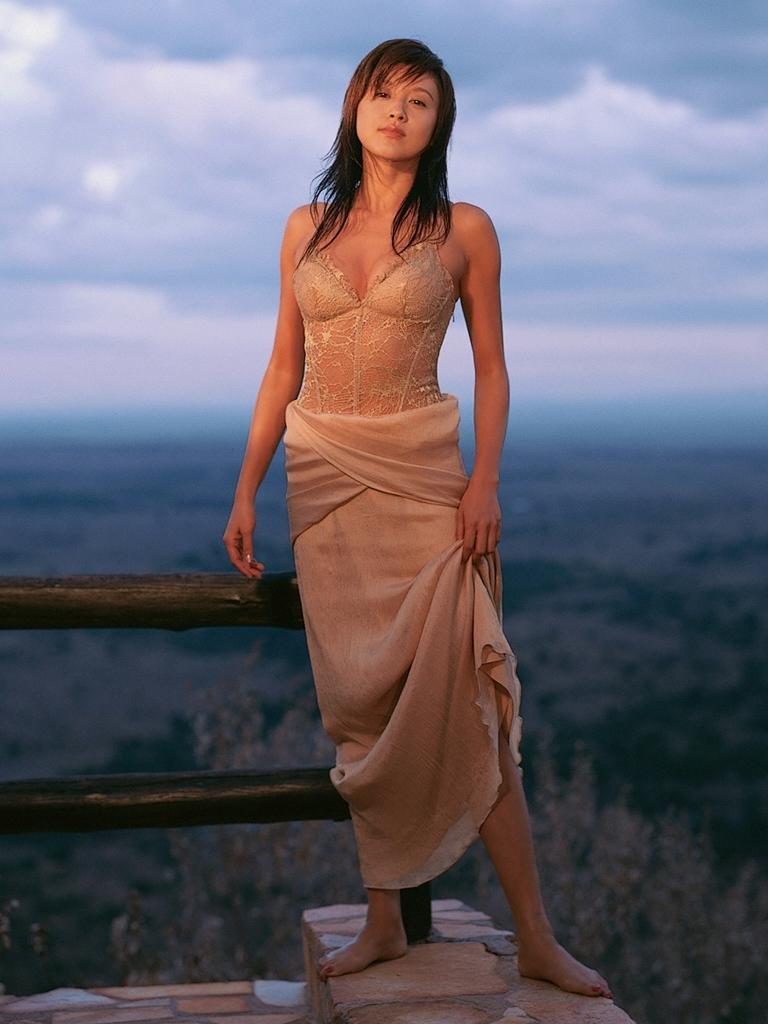【藤原紀香お宝画像】アラフィフを迎えるベテラン女優が若かった頃のエロ写真 64