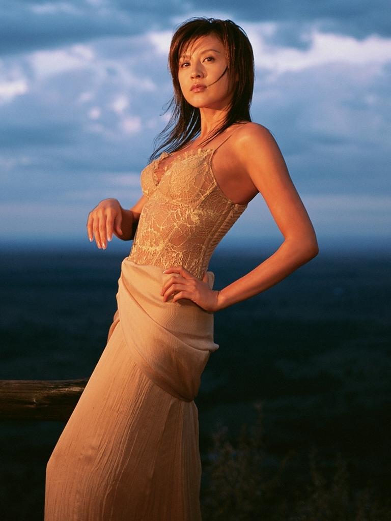 【藤原紀香お宝画像】アラフィフを迎えるベテラン女優が若かった頃のエロ写真 65