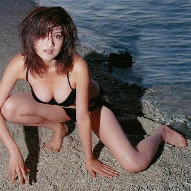【藤原紀香お宝画像】アラフィフを迎えるベテラン女優が若かった頃のエロ写真 80