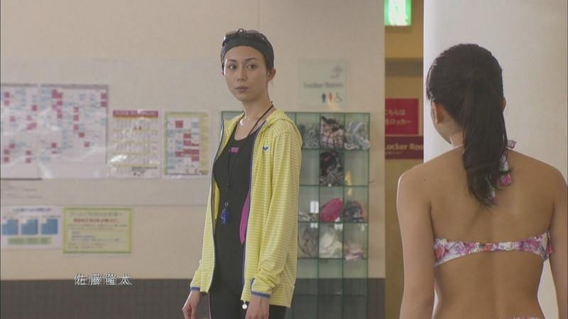 【比嘉愛未キャプ画像】高身長ファッションモデルが女優をしている時のセクシーショット 21